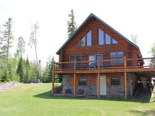 SUNDOG LAKE COTTAGE (Republic, MI): Lakefront cabin- Sleeps 8-10