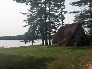 LOON LOOKOUT--Sleeps 4-6-- Private dock & row boat included! Great fishing!