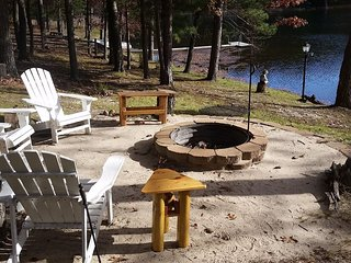 ABBOTT LAKE HOUSE: Book now for 2019! Sleeps 8-Kayak & rowboat included