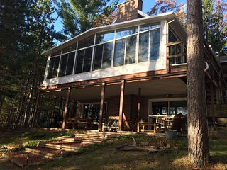 ABBOTT LAKE HOUSE: Snowmobile from front door! Cozy, cabin in the woods!
