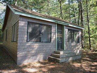 THE BADGER PAD--Nettie Bay, MI: Sleeps 4, private dock & 14' rowboat, ATV friend