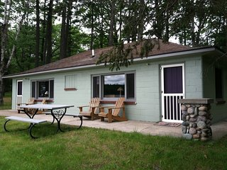 THE KIRTLAND WARBLER-D3-NettieBay Resort-Sleeps 4