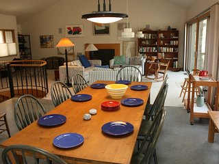 SAND HOUSE: 4th of JULY available!  Walk to Lake Michigan, Sleeps 8-10, wifi & c
