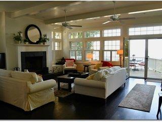 THE BRANDON (Union Pier): Lake Michigan beachfront luxury home! Perfect for larg