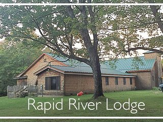 RAPID RIVER LODGE: Sleeps 18+, Hunting on Property, Hot Tub, Handicap Access.
