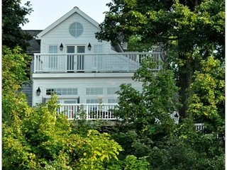 THE BRANDON (Union Pier): Luxury Lake House on Lake Michigan, Sleeps 13