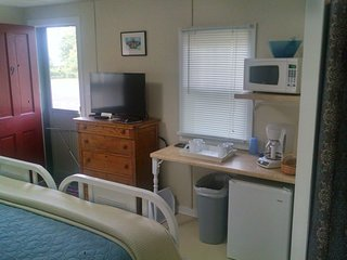 LAKE BREEZE (EAGLE HARBOR): Walk to Lake Superior--Cable-WIFI (including a mini-