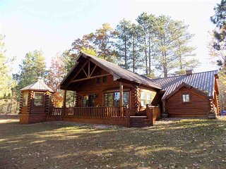 BICKEL'S CABINS (Manistique, MI):Pet friendly, secluded lakefront cabins- Rowboa