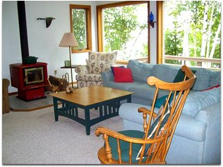 BIG MANISTIQUE LAKE HOUSE w/ boat dock & Pet-friendly!