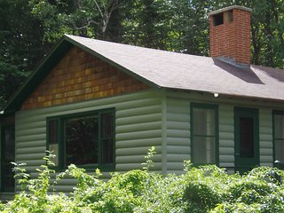 PETER WHITE CABINS (1/2 hour to Pictured Rocks) Sleeps 11, Boat incld., Pet-frie