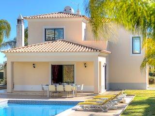 Serrao - great 4 bedroom villa w/private pool in carvoeiro,near the beach