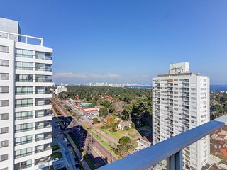 Spacious penthouse condo w/ views & shared fitness room - blocks from beach