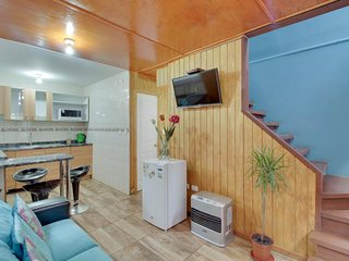 Bright and colorful cabin with modern conveniences - one dog welcome!