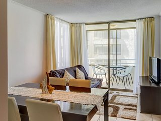Oceanfront apartment w/ shared pool & easy access to the beach & nearby dining!