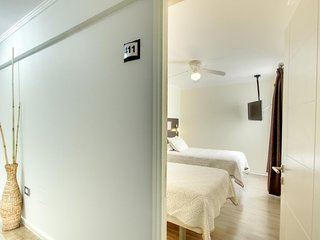 Cozy hotel room with free WiFi and cable TV - close to shopping and dining
