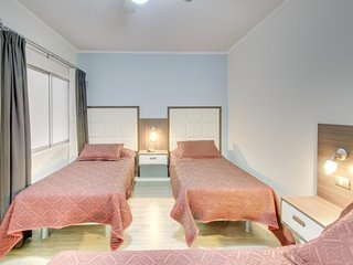 Convenient hotel room w/ cable TV & free WiFi - close to city center & shopping