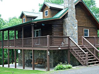 Higher Ground-Hot Tub, Pool Table, Views, WIFI, Covered Porch, Hiking