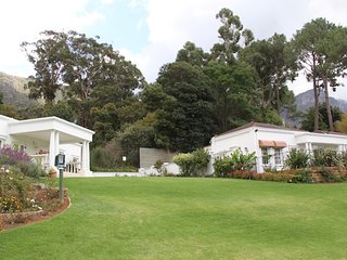 2 Cottages luxury accommodation in upper Constantia wine valley Cape Town