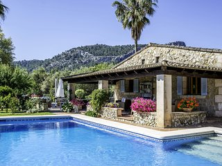 Villa Alyvos An authentic characterful Mallorcan house with beautiful gardens
