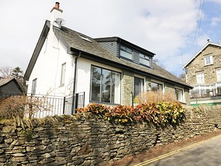 WYSTERIA COTTAGE, in Lake District, Smart TV, open-plan, Windermere