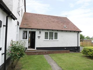 THE COTTAGE AT BAXTERLEY, all ground floor, pet friendly, in Baxterley, Ref