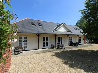THE COACH HOUSE, barn conversion, en-suite, WiFi, Ref 953419
