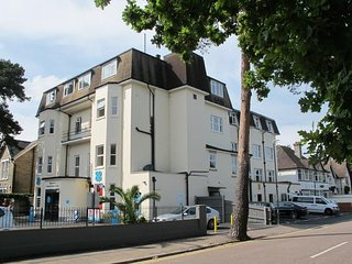 Flat 1 Palm Court - Beautiful two bedroom holiday apartment close to Bournemouth