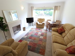 Riverside Court - Two double bedroom ground floor holiday apartment located in a