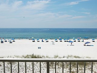 Castaways 3B: Beautiful 2BR/2BA Gulf Front Condo with gorgeous view of beach