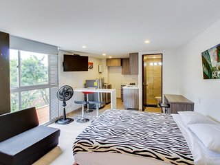 NEW LISTING! Stylish city-view studio, perfect romantic getaway-near attractions