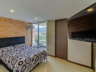 Cozy, modern condo with great location and lovely views - free WiFi!