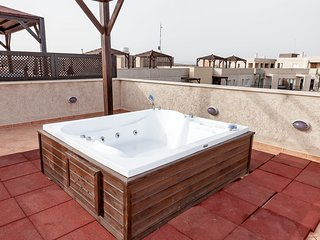 Apartment 18-404 with Penthouse & Jacuzzi