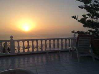 Appartement les pieds dans l'eau avec vue  sur l'océan et le coucher du soleil