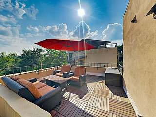 Newly Remodeled 2BR Condo w/ Rooftop Deck – Walk to Dining & Whole Foods