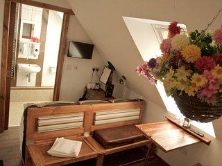 Accommodation En Suite on the Door Step of Balmaha - Bedroom 8 first floor