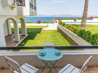 Apartment with pool, garden and sea views
