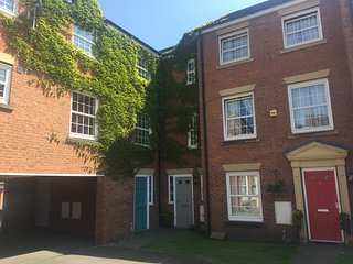 5 Bed (3 Baths) Luxury Self Catering  Town House in Nantwich, Cheshire