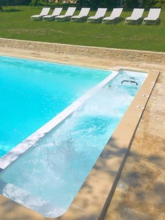 New ! Spa on one side of the pool including buller, massages and Aquabike heated over 30°C/86°F