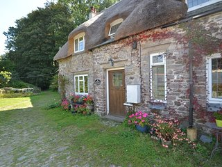 3 Lownards Cottage - English Thatched Cottage in Quaint Hamlet