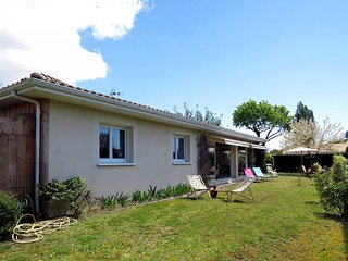 3 bedroom Villa in Ares, Nouvelle-Aquitaine, France : ref 5435020