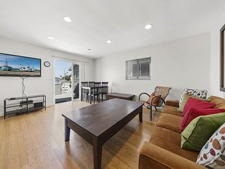Beautifully Remodeled Upstairs Unit - Steps to the Beach