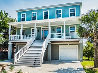 LUXURIOUS 5 bedroom, 5.5 bathroom private beach house with private pool!