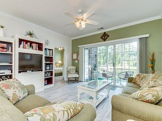 Nicely decorated & well maintained 1st floor golf villa, 2.9 miles to beach