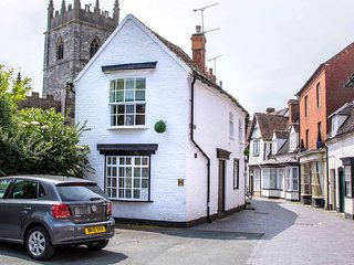 Quaint & Characterful Listed cottage in historic Alcester, 6 miles to Stratford