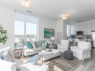 2 Bedroom-Downtown Lake view Penthouse