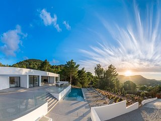 Catalunya Casas: Villa Vista for 10 guests, just 6km from Ibiza beaches!