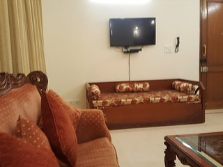 Magnificent 3Bedroom Apt-GK1. 5 Min Walk Metro Stn