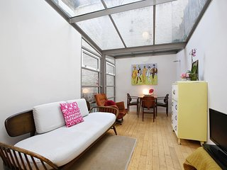 Chic Bright Garden Apartment (W11) LED