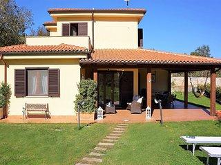 Villa immersa nel verde delle colline di Sperlonga