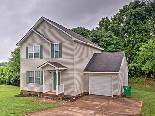 NEW! Updated Charlotte Home w/Deck-10 Min to UNCC